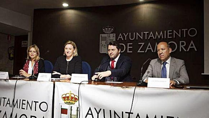 Desde la izquierda, Lucas Baraja, Blanco Llamas, Sardón Peláez y Barrios Tejero, en el acto de inauguración. Fraile