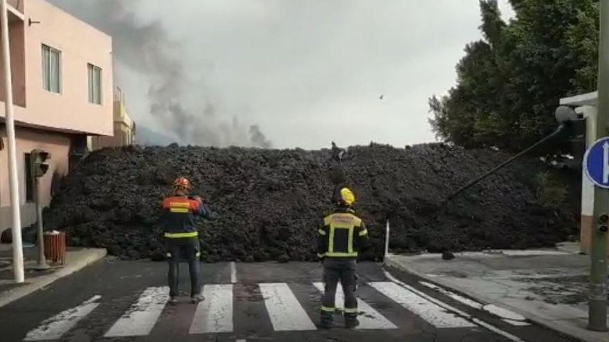 El volcán de La Palma arrasa La Laguna y amenaza con sepultar a otros cinco núcleos