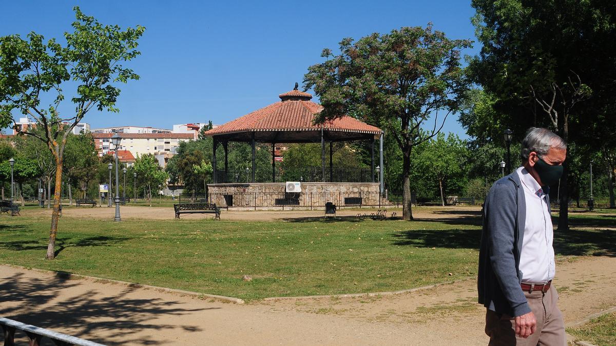 Imagen del templete bajo el que se ubica el bar del parque del Cachón.