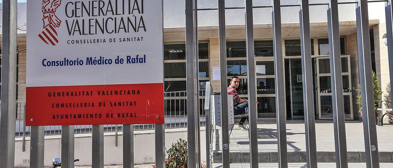 Fachada del Consultorio Médico de Rafal. |