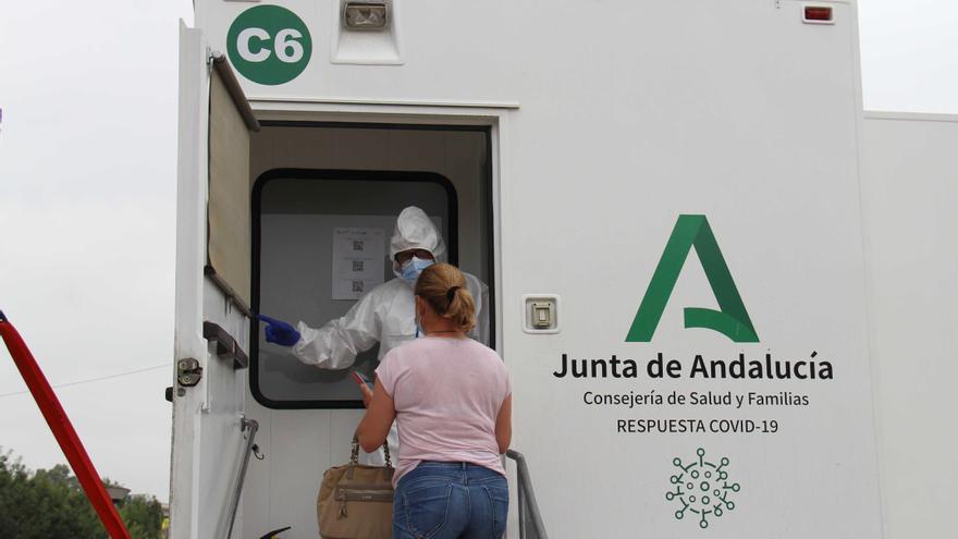 La Consejería de Salud realiza el lunes 21 un cribado masivo a 450 vecinos de Manilva