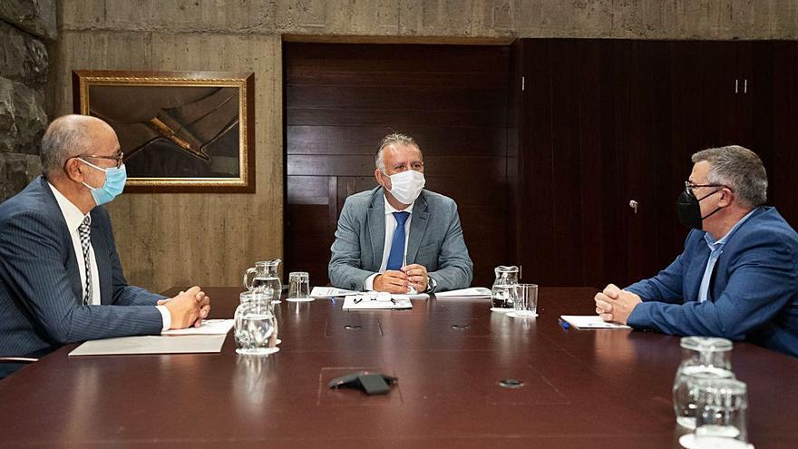 El Gran Canaria y el Tenerife buscan cobijo en el Gobierno de Canarias