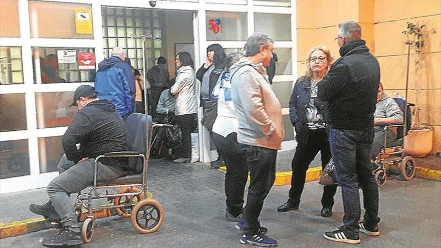 Sindicatos y médicos exigen más refuerzos por el repunte de la gripe