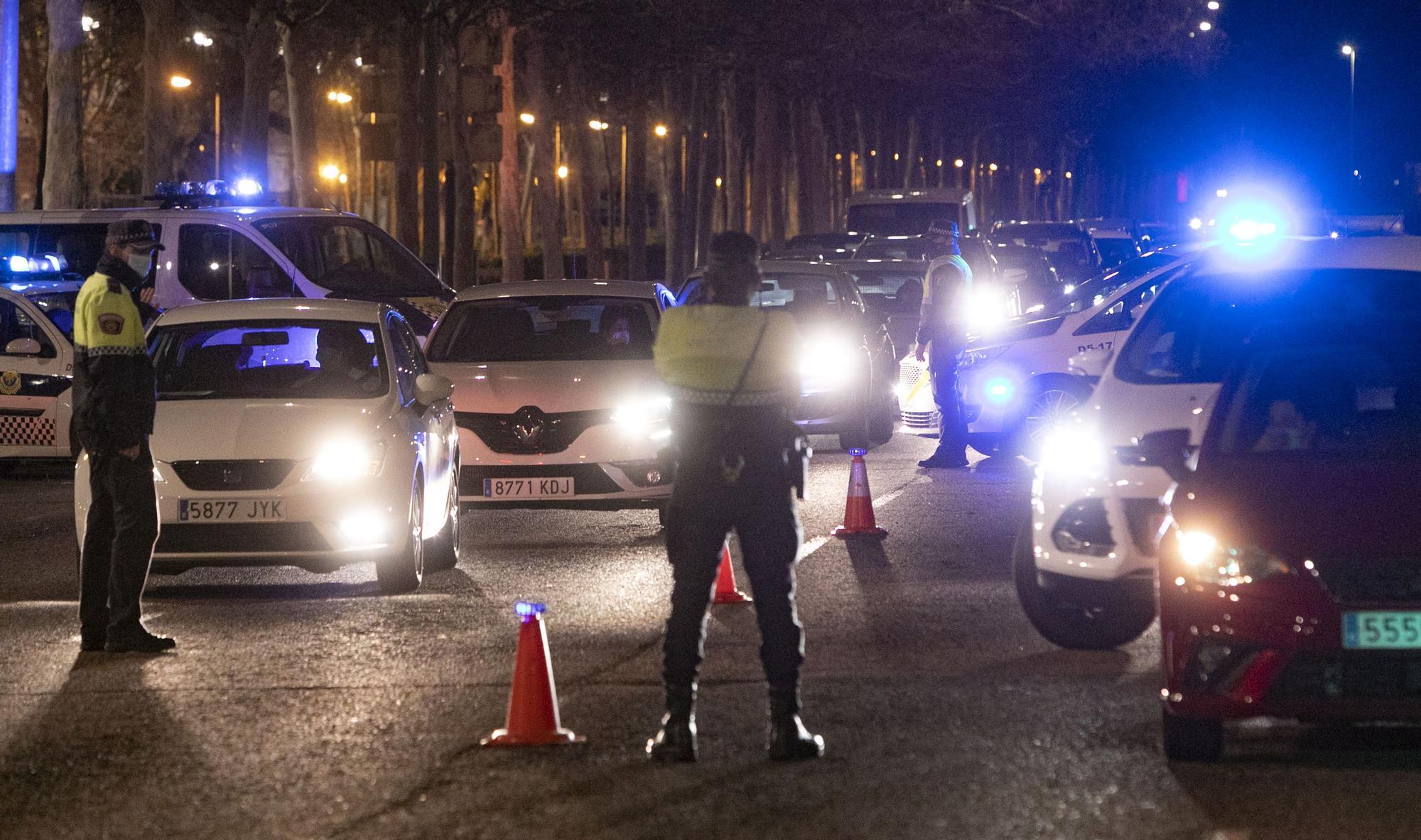 Atascos en una operación retorno para saltarse el cierre perimetral de València