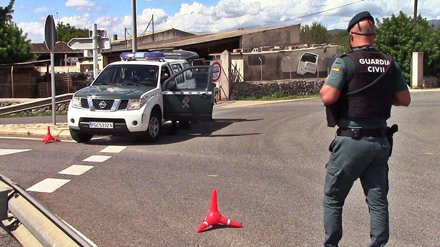 Un atracador con una peluca y una pistola asalta una joyería de Can Picafort
