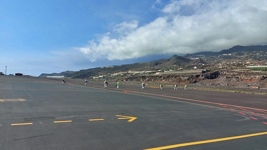El aeropuerto de La Palma, operativo tras su limpieza