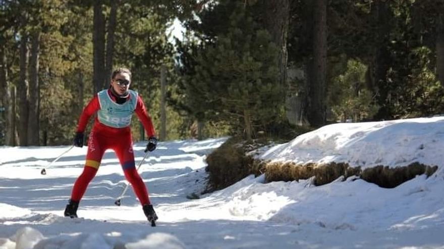La piloñesa Lucía Espina, campeona del Mundo de Triatlón de Invierno, a sus 16 años