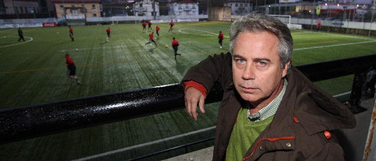 López Ufarte, mito de la Real Sociedad, en el campo del Real Unión de Irún, el equipo de su pueblo.