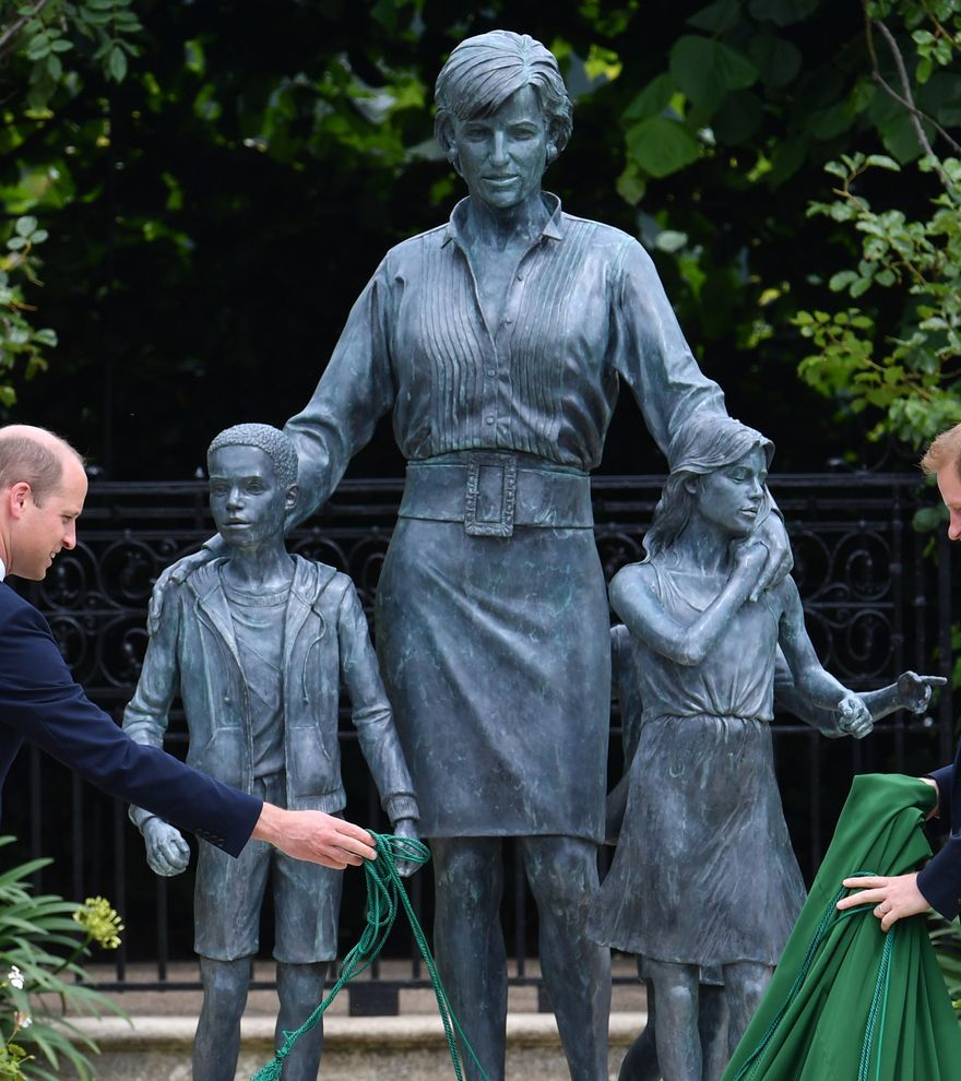 Lady Di vuelve a juntar a sus hijos Enrique y Guillermo