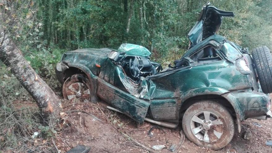 Un joven muere tras colisionar contra un árbol en Lugo