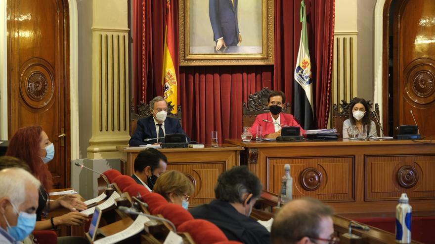 Solana preside el pleno municipal en Badajoz porque el alcalde está confinado