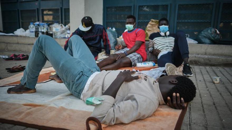 Santa Cruz media para que el Gobierno central ayude a 25 migrantes a dejar la Isla