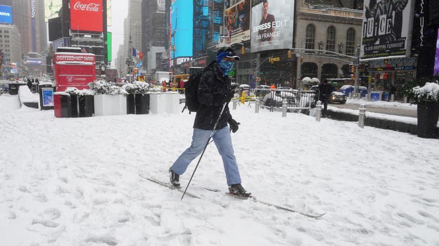 Nueva York se levanta con su mayor nevada en varios años