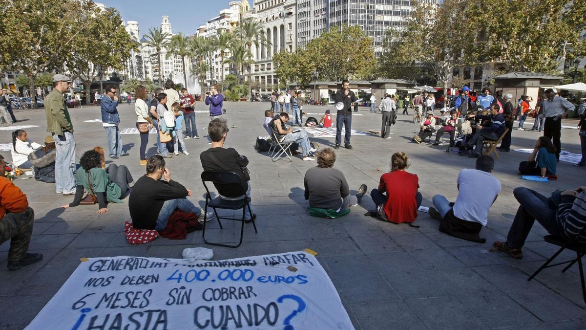 Concentración 15 M en la plaza del Ayuntamiento en 2011