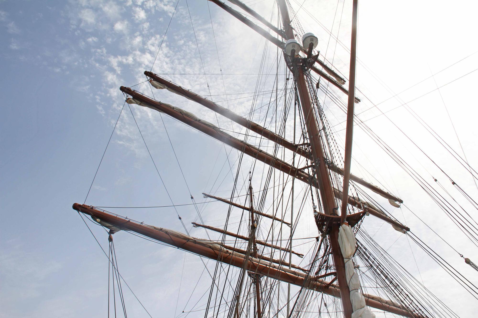 Entrega de la metopa al 'Sea Cloud Spirit' por parte de la Autoritat Portuària
