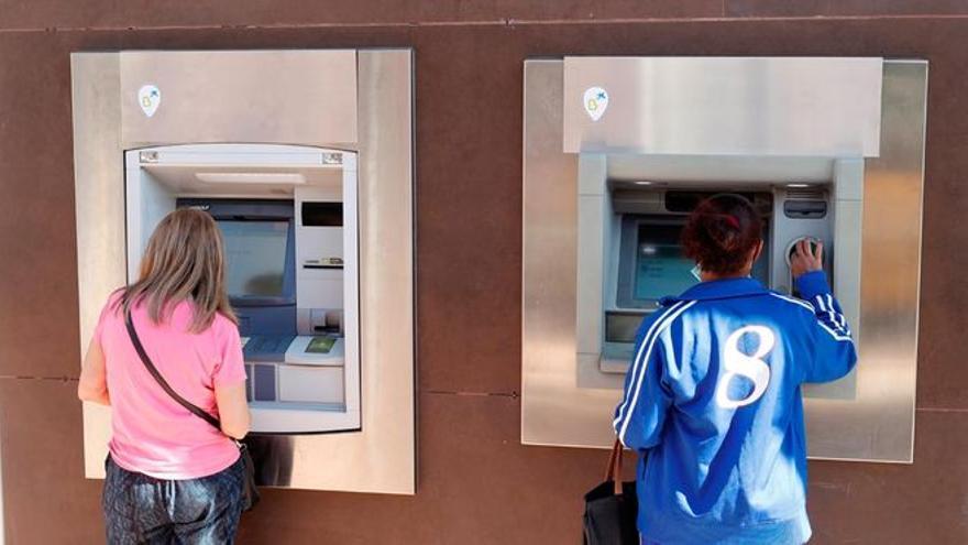 1,3 millones de personas, sin bancos ni cajeros cerca