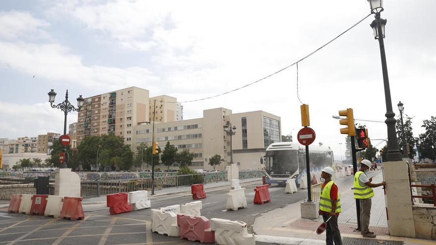 El Área de Movilidad reordena la circulación en el puente del Carmen