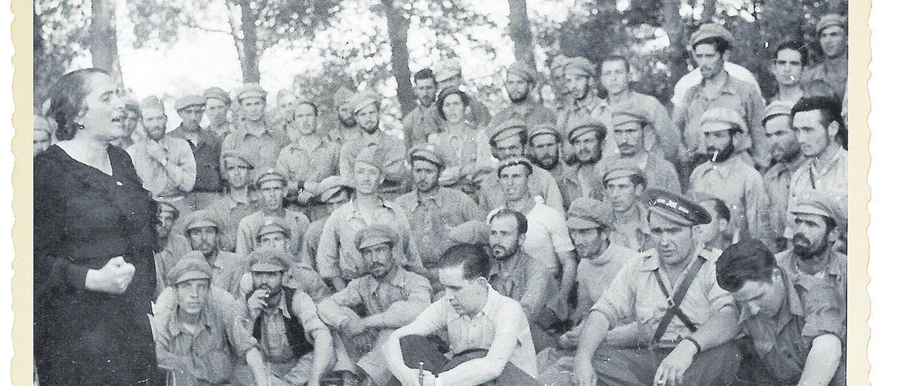 Arengando a los soldados del Ejército Popular de la República