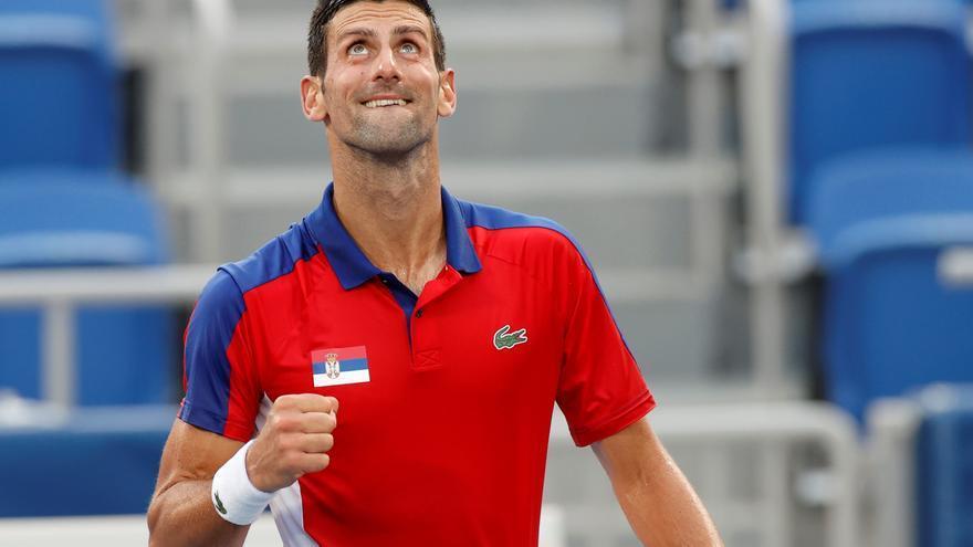 Novak Djokovic vence a Nishikori y mantiene su paso firme hacia el 'Golden Slam'