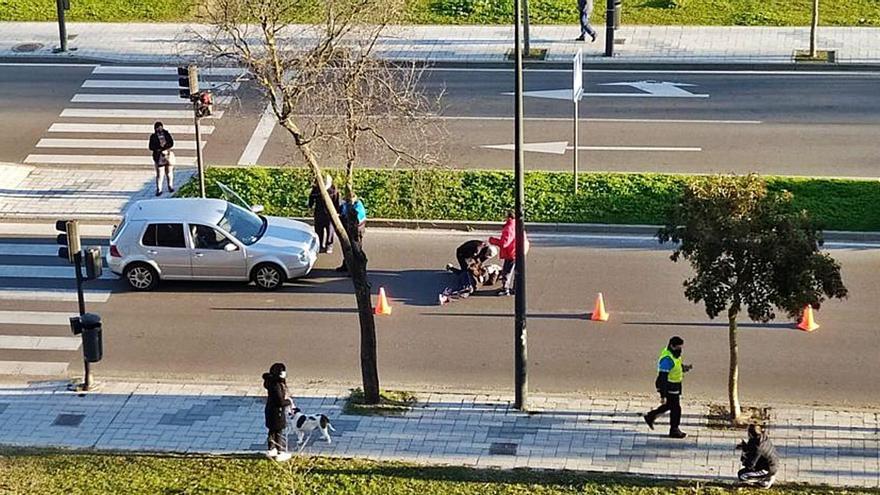 Una mujer, herida al ser atropellada por un vehículo en la carretera de La Aldehuela