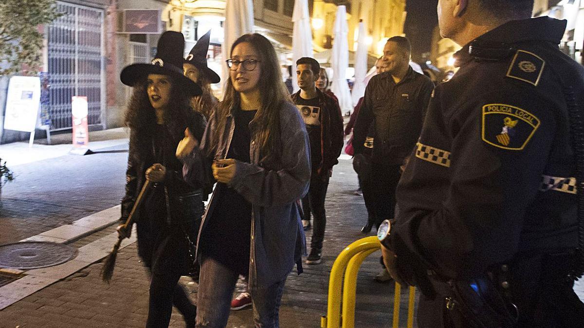Imagen de archivo de un control policial en Halloween.  | F. BUSTAMANTE