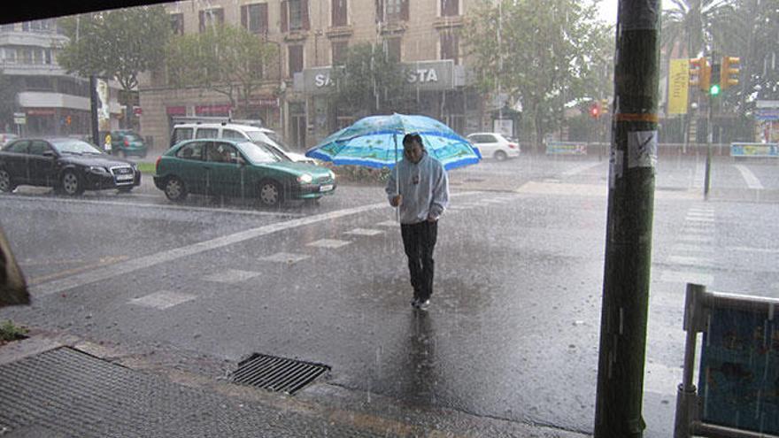 Bajada de temperaturas y fuertes lluvias en Mallorca