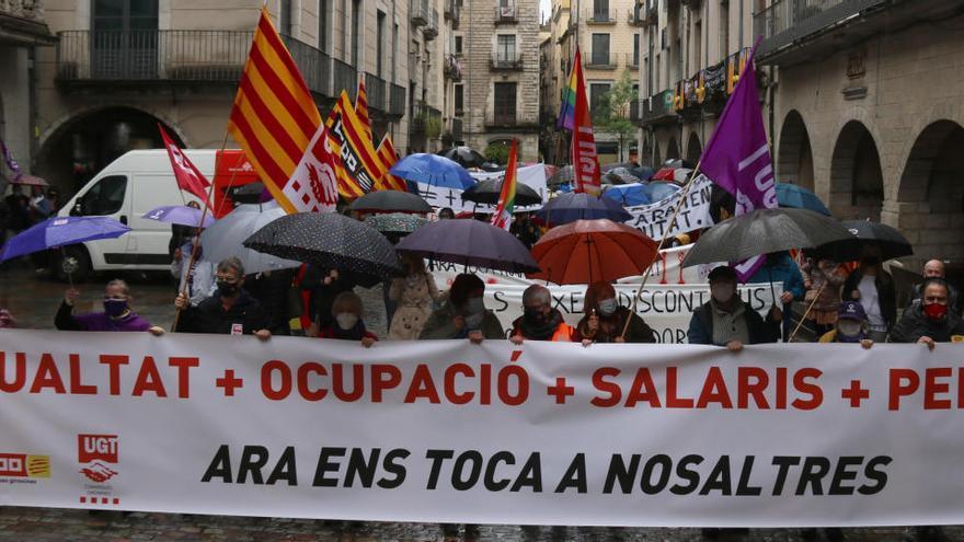 Unes 250 persones reivindiquen l'1 de Maig a la plaça del Vi