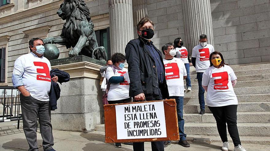"""La España vaciada deja sentir de nuevo """"su latido"""" en las puertas del Congreso"""