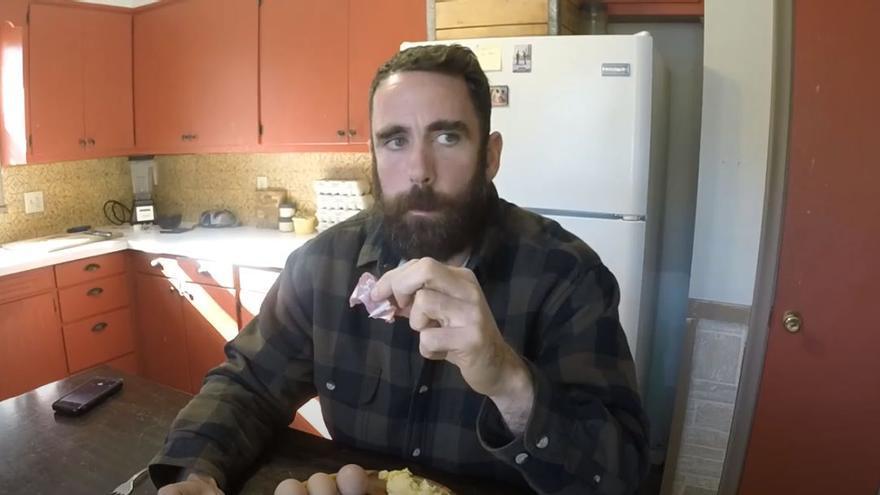 Weston Rowe, el hombre que lleva tres años siguiendo una dieta de carne cruda