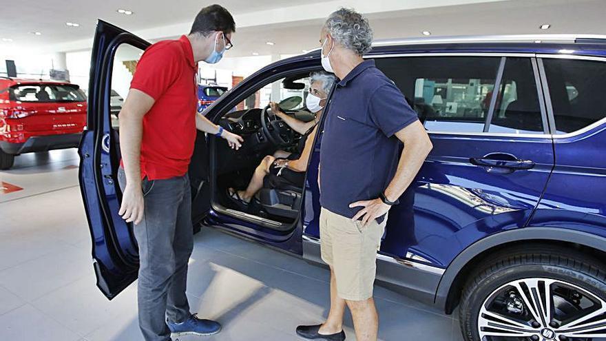 Las ventas de coches hasta noviembre caen casi a la mitad en Alicante por el covid