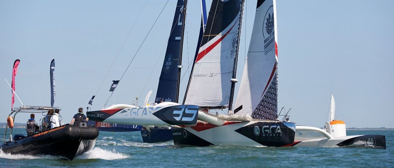 Los trimaranes de la clase Ocean Fifty disputan una etapa de su campeonato.