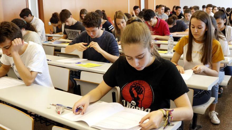 Selectivitat 2020: dubtes davant un examen que s'ha de preparar a distància