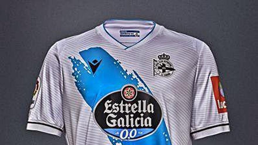 Nueva camiseta con la bandera gallega en pecho y espalda