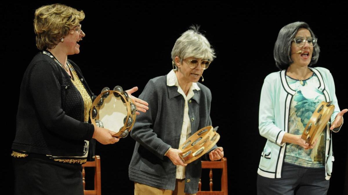 """Representación de """"As fillas bravas"""" en el Auditorio de A Xuventude en Cambados / Iñaki Abella"""