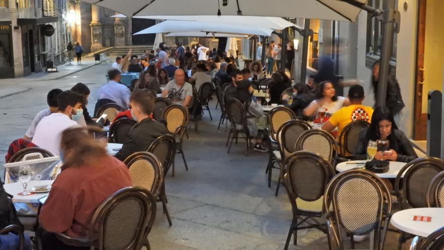 El fin del toque de queda en Ourense deja paso a la libertad y el miedo a volver atrás