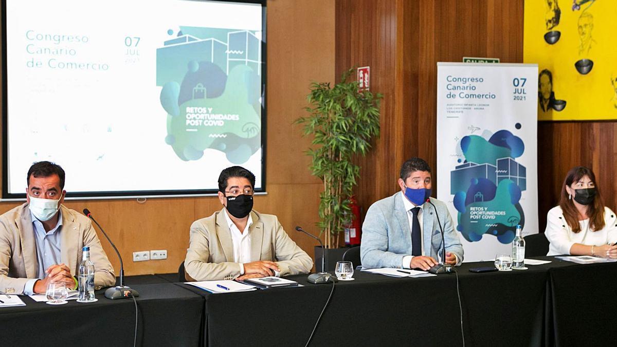 La presentación del Congreso Canario de Comercio contó ayer con la asistencia de David Mille, Pedro Martín, Roberto Ucelay y Raquel García.