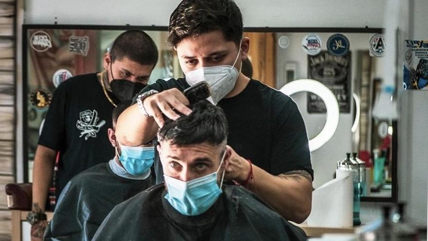 Una conocida barbería de València ofrece cortes de pelo gratis solidarios