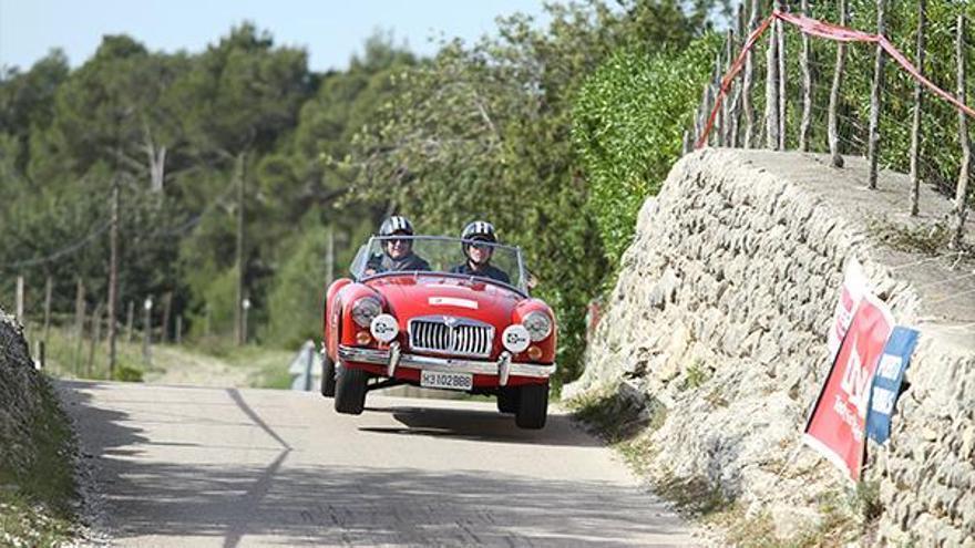 El Rally Clásico Isla de Mallorca reúne a 70 vehículos exclusivos por las carreteras de la isla