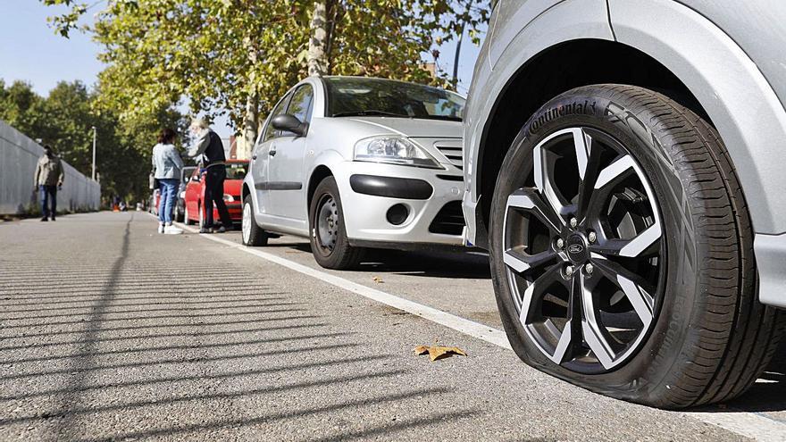 Rebenten rodes d'una vintena de cotxes a Salt i Girona