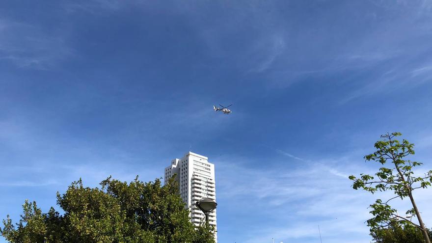 El helicóptero de la policía vuelve para alertar de las restricciones desde el aire