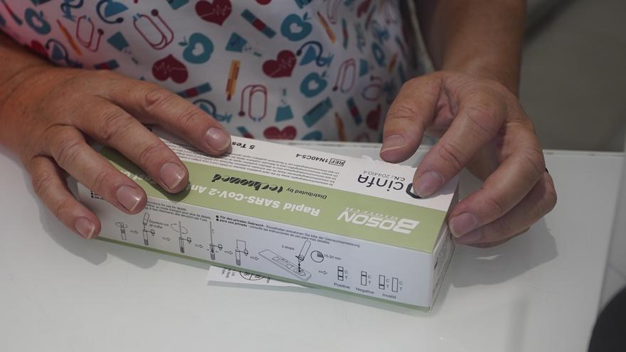 L'ACCO critica que els tests d'antígens es venguin només en farmàcies