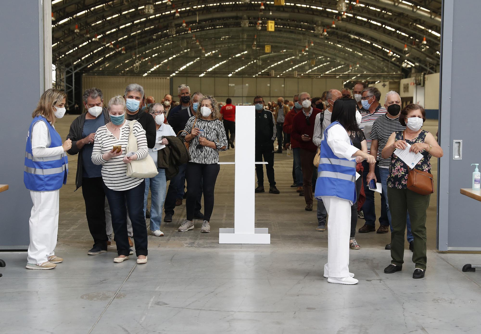 Así transcurrió la primera jornada de una nueva vacunación masiva contra el COVID en Vigo