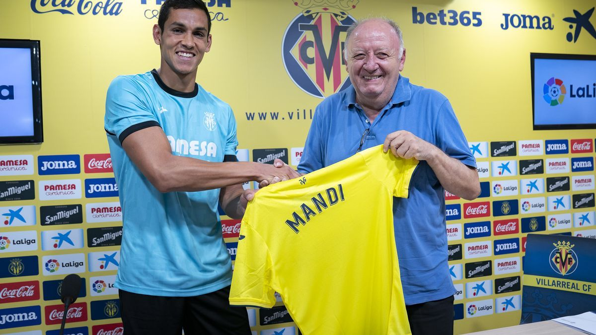 Mandi en su presentación como jugador del Villarreal CF