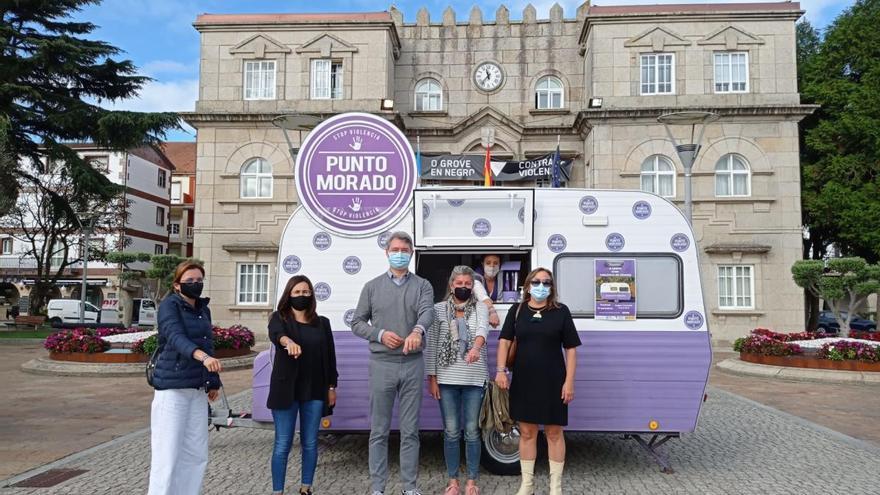 La Caravana Morada conciencia a los mecos y prepara su visita a Valga