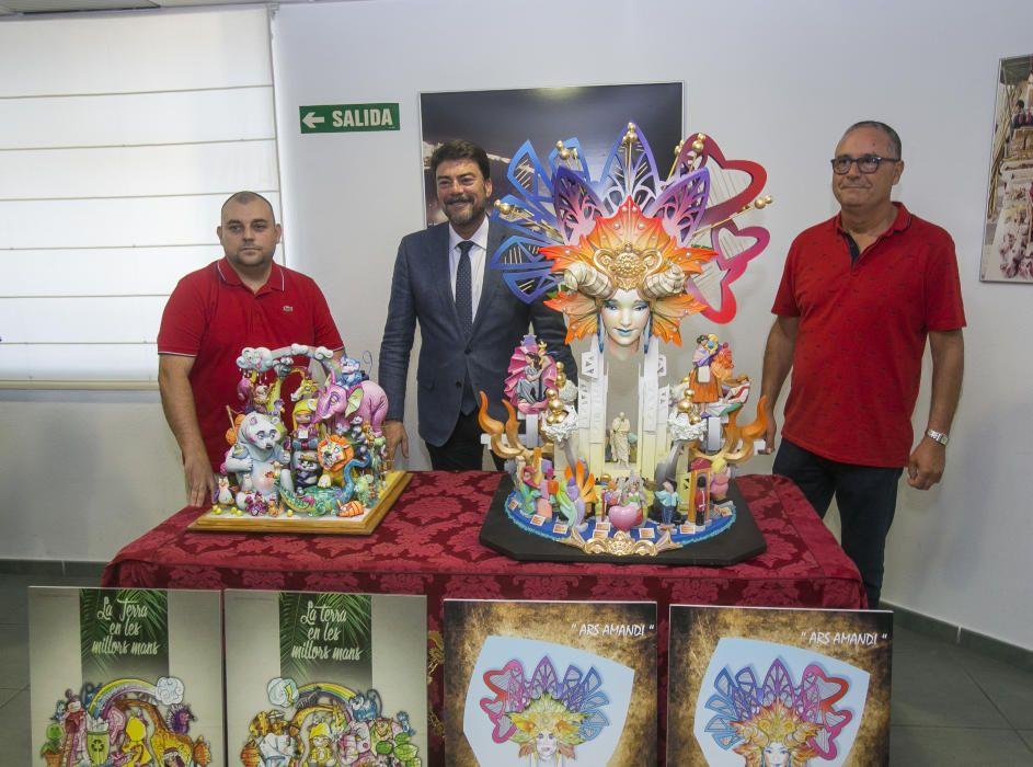 Los ganadores junto al alcalde