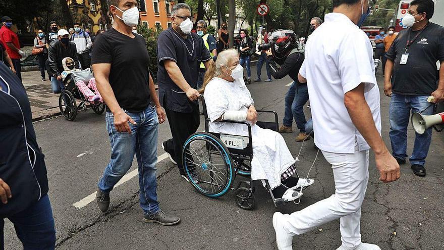 Un muerto, al menos, tras un fuerte terremoto en México