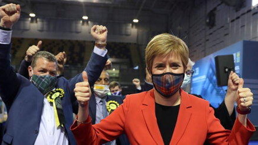 Victòria còmoda d'Sturgeon a Escòcia, malgrat quedar-se a les portes de la majoria absoluta que buscava