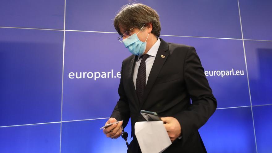 Un testigo afirma que Puigdemont huyó en coche para evitar ser detenido en un aeropuerto