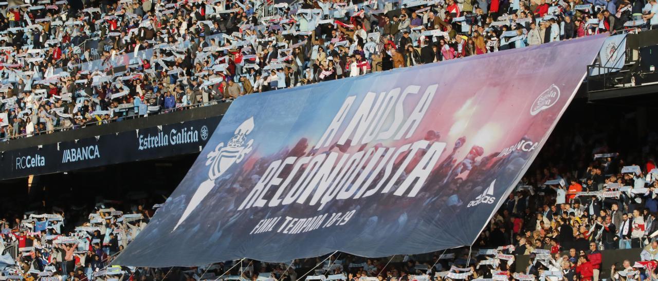 Pancarta de #ANosaReconquista desplegada durante el Celta-Rayo de la última jornada liguera en 2019