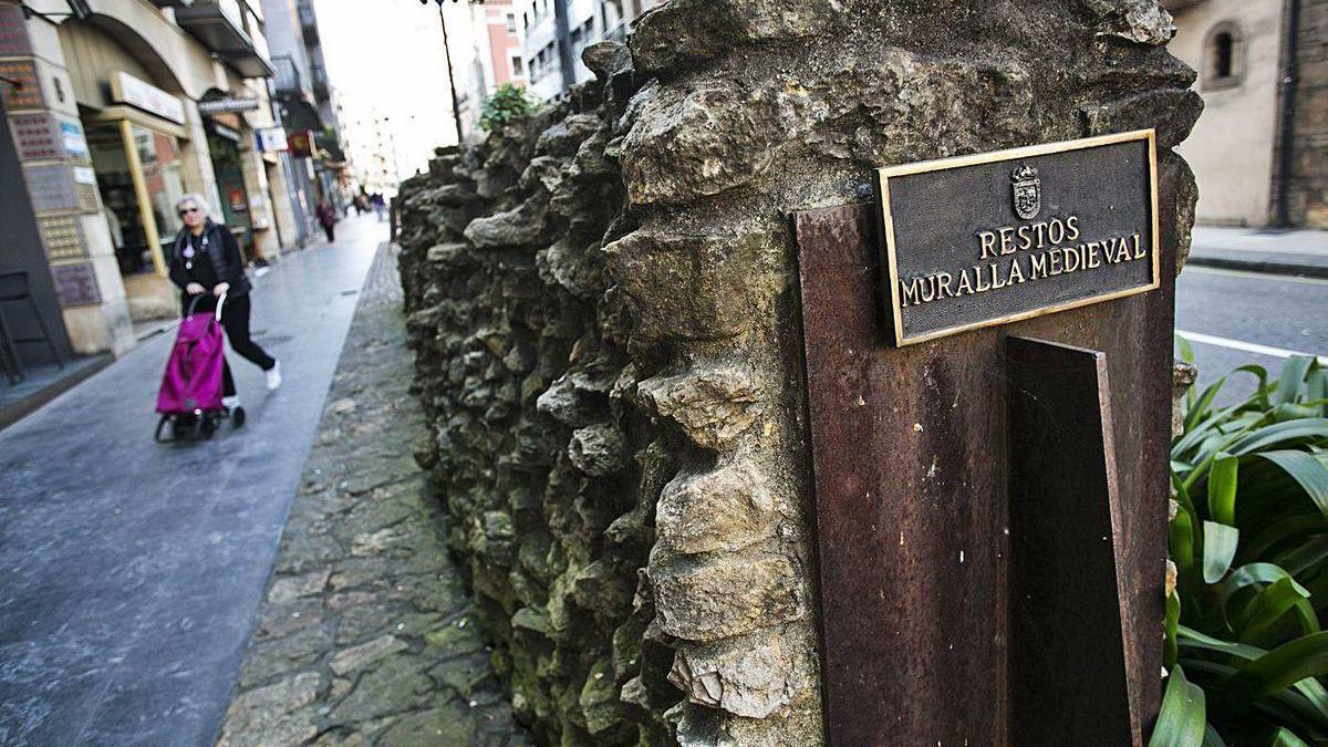 Los restos de la muralla medieval de la calle Jovellanos.